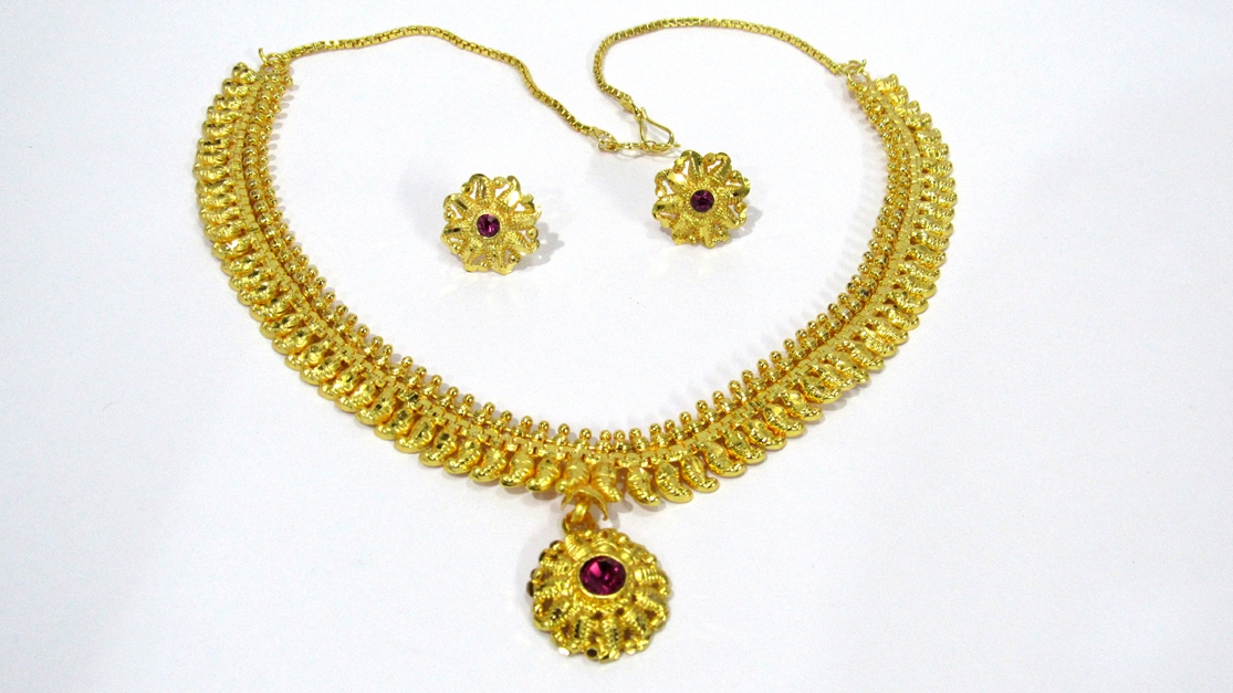 ba6feebf9 Buy Craftsvilla Gold Plated Alloy Metal Traditional Hand Crafted Necklace  Set Online