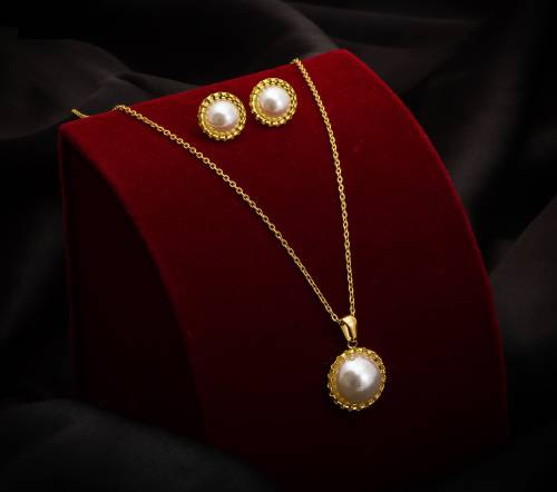 Gold Plated Hand Crafted Pendent Set