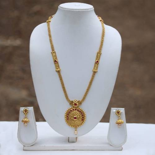Craftsvilla Maroon Gold Plated Pendant Set