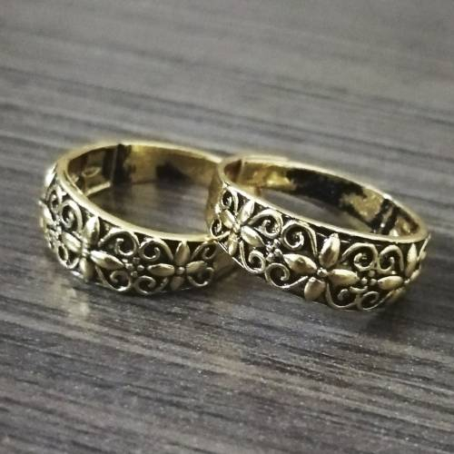 Craftsvilla Gold Plated Alloy Metal Hand Crafted Toe Rings