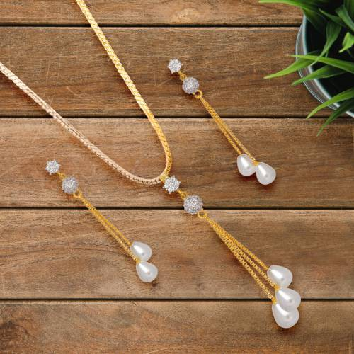 Gold Plated Alloy Metal Designer Pendant Set With Chain
